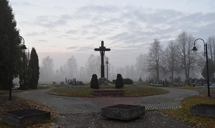 Kapinėse įrengtas apšvietimas...