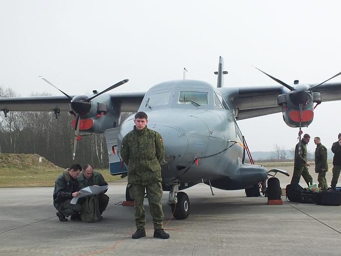 2013 m. kovo 8 diena. Vokietija. Deividas prie karinio lėktuvo