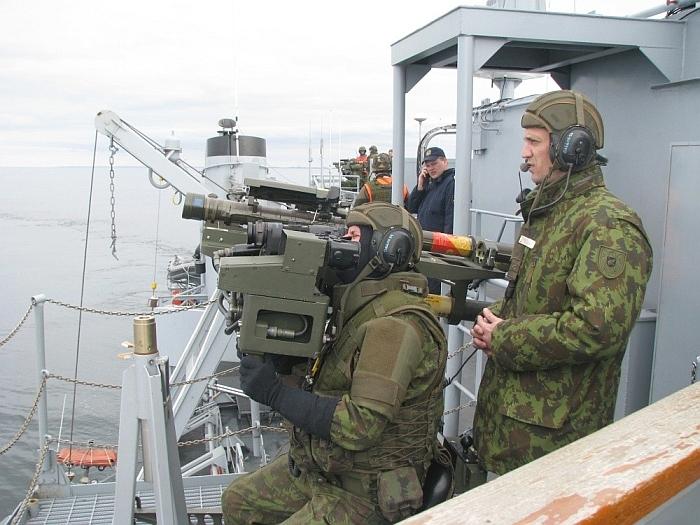 """""""Visi nuo Lietuvos karinių jūrų pajėgų štabo ir aprūpinimo laivo """"Jotvingis"""" (N42) denio paleisti šūviai buvo taiklūs"""",- sako Deividas"""