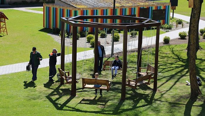 Nauja sūpynių karuselė