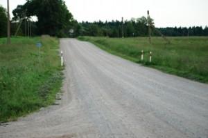 Vieno kilometro tokio žvyrkelio greideriavimas kainuoja maždaug 133 litus.