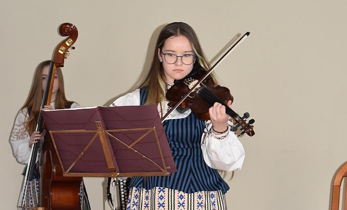 Smuiką virkdė Milgintė Jurkevičiūtė.