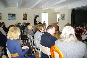 Atnaujintoje salėje - jauku ne tik žiūrovams, saviveiklininkams, bet yra sąlygos ir parodoms rengti.