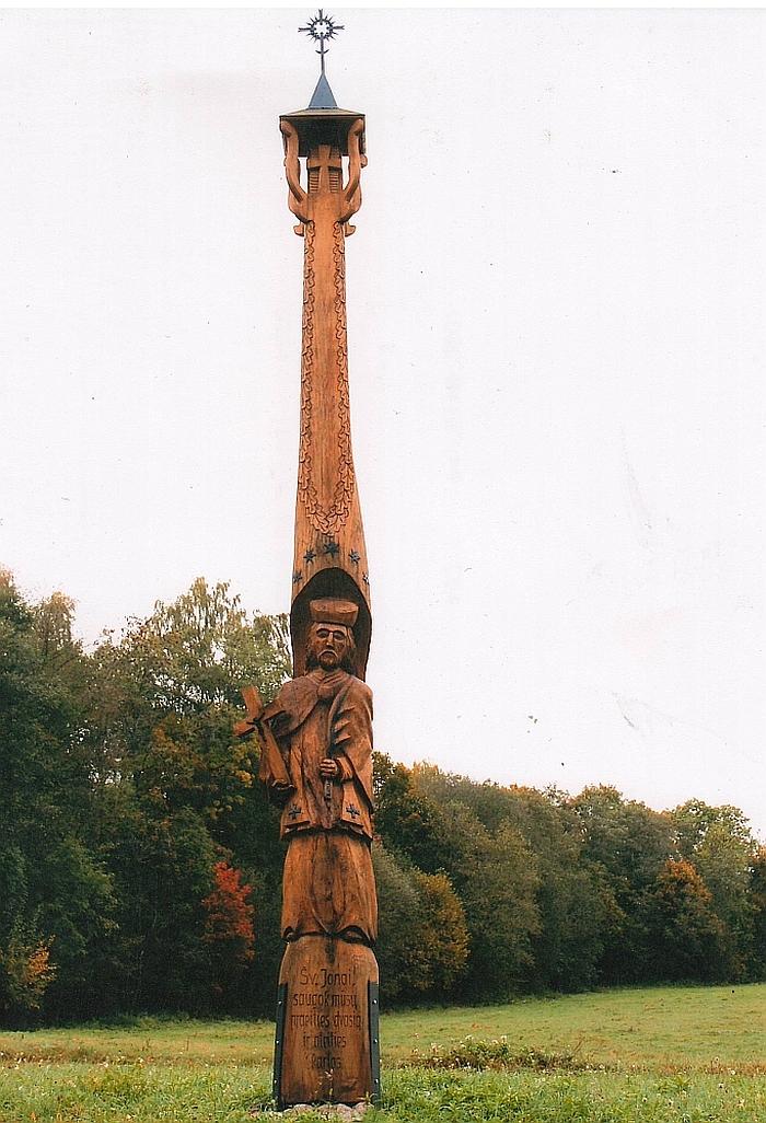 Skruzdėlių kaime stovintis basas Šv. Jonas Krikštytojas, vienoje rankoje laikantis Kryžių, o kitoje palmės šakelę.