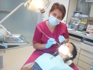 Savo kabinete dirba burnos higienistė Rima Kirlienė.