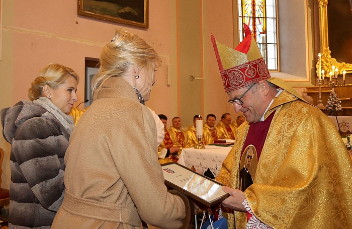 Savivaldybės vadovės sveikino ir Jo Ekscelenciją Kaišiadorių vyskupijos vyskupą Joną Ivanauską 15 metų vyskupystės sukakties proga.