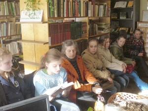 Kovo 20-ąją Musninkų dienos centro ir bendrabučio vaikai buvo pakviesti į Musninkų seniūnijos biblioteką.
