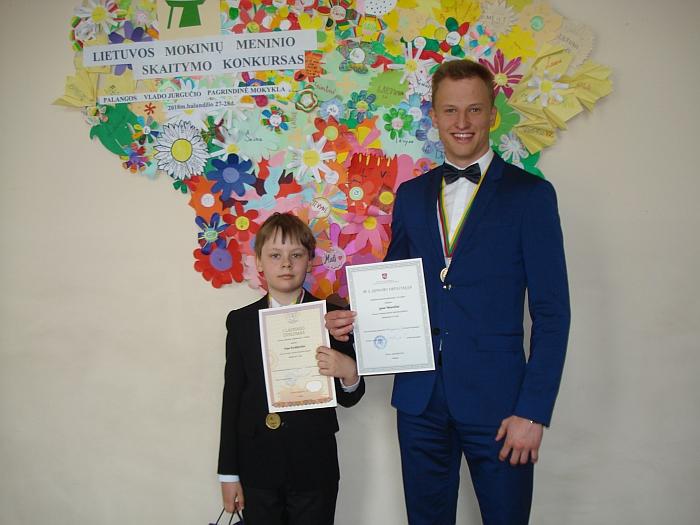 Nojus Kralikevičius sveikinimų ir palinkėjimų sulaukė iš III vietos laimėtojo Igno Misevičiaus, Kėdainių šviesiosios gimnazijos abituriento.