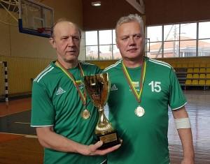 Lietuvos krepšinio veteranų V55+ čempionai Vladas Lukša ir Arūnas Majeras.