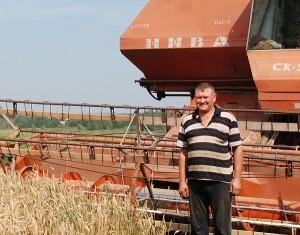 Ūkininkas Jonas Kropa pasiruošęs nuimti kviečių derlių.