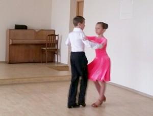 Lotynų Amerikos šokį pristato Laurynas ir Meda.