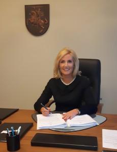 Rajono merė Živilė Pinskuvienė už pastangas sprendžiant stadiono modernizavimo problemas dėkinga Savivaldybės administracijos komandai.