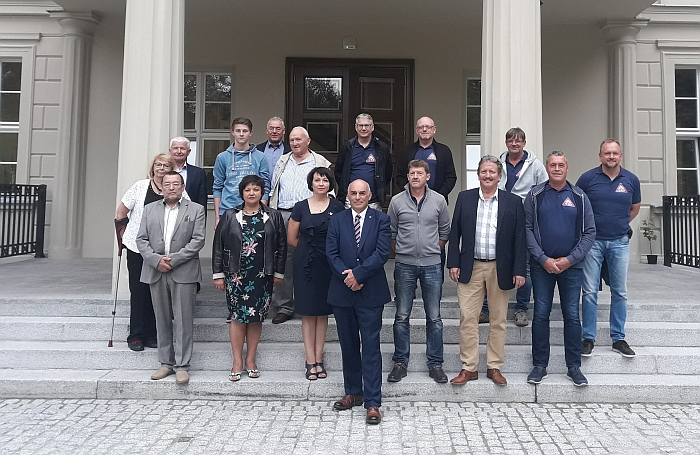 Vokiečių ir lietuvių delegacijos prie Rakoniewice savivaldybės pastato.