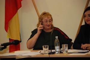 """Nijolė Lubienė įkalbinėja vieną patirties turintį rinkimų apylinkės komisijos narį, kad šis sutiktų būti pirmininku, tačiau atsakymas buvo kategoriškas: """"Ne!"""""""