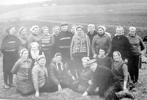 Virvyčių kolūkio laukininkystės brigada (Ona Lučiūnienė stovi pirma iš kairės).