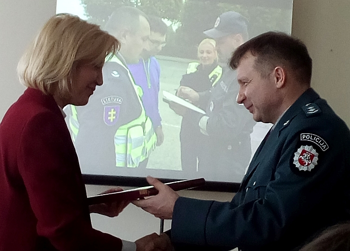 Širvintų rajono merė Živilė Pinskuvienė padėkojo Almantui Lukšai už ilgametį darbą ir pažymėjo, kad vietos valdžia visada sulaukdavo pareigūno reakcijos.