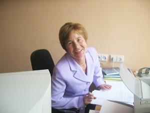 """Ilgametė Širvintų miesto vidurinių mokyklų sekretorė-mašininkė Marytė Rakauskaitė: """"Nespėdavau vieno darbo baigti, jau kitą neša, kur ten žmogus nesusirauksi."""""""