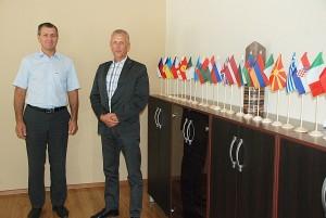"""UAB """"Maturė"""" generalinis direktorius Eidminas Kasparevičius (dešinėje) ir direktoriaus pavaduotojas Vytas Mazuronis džiaugiasi, kad bendrovės produkciją perka apie 40 valstybių."""