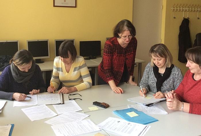 Dirba 5-8 klasių mokinių darbų vertinimo komisija.