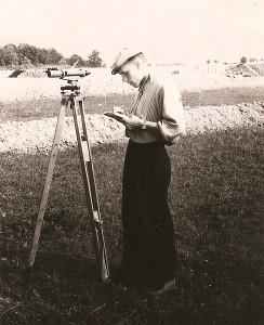 Algimantas Vėbra 1958 metais Paberžėje dirbo niveliuotoju-techniku.