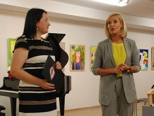 Meno mokyklos absolventus ir jų tėvelius sveikino Meno mokyklos direktorė Daiva Vinciūnienė ir merė Živilė Pinskuvienė.