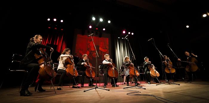 Groja violončekininkų ansamblis.