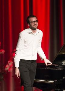 Ovacijomis palydėtas buvęs Meno mokyklos mokinys Ugnius Pauliukonis - jaunosios kartos fortepijono virtuozas.