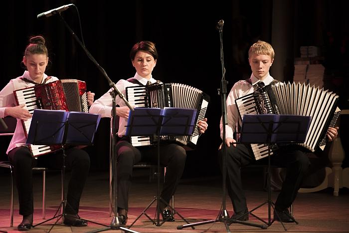 Akordeonininkų ansambliuose grojo ir dabartiniai, ir buvę mokiniai.