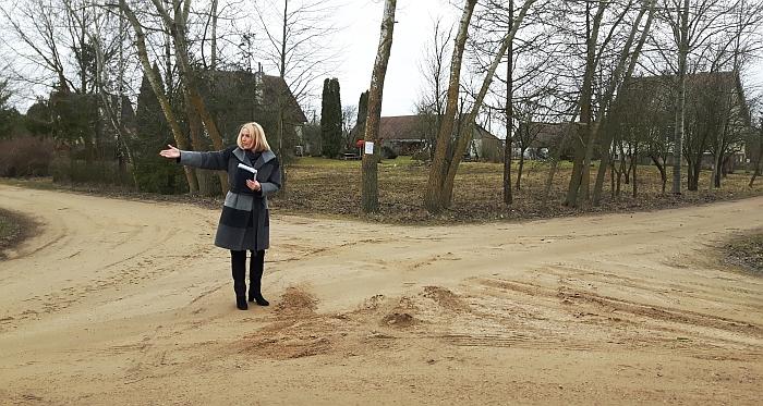 Merės Živilės Pinskuvienės nuostata tvirta:  Liukonių kaimo Sodžiaus gatvė bus asfaltuojama.