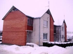 Mindaugo g. 8-ajame name gyvenantys žmonės už sausio mėnesį šildytą 60 kv. m. butą turės mokėti 733 litus, nors šilumos punktas automatizuotas, langai plastikiniai, pastogė užpilta spaliais, o namui dar nėra nė 20 metų.