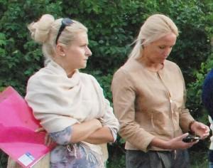 Ž. Pinskuvienė (dešinėje) išsiaiškino, kad Savivaldybė I. Baltušytės-Četrauskienės (kairėje) parengtą projektą taip patikslino, kad iš jo išgaravo nuotekų įrengimas.