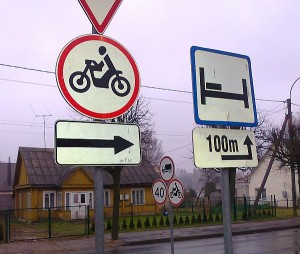 Mindaugo gatve važiuojantys motociklininkai sukti į dešinę negali - ten jiems uždraustas kelių šimtų metrų ilgio ruožas.