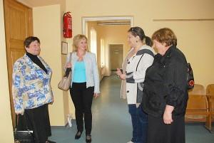 Apie miestelio problemas kalbasi (iš kairės į dešinę) bendruomenės pirmininkė Jadvyga Kielienė, bendruomenės slaugytoja Asta Autukevičienė, Kultūros centro Musninkų filialo vedėja Dalia Kiaulevičiūtė ir seniūnė Birutė Jankauskienė.