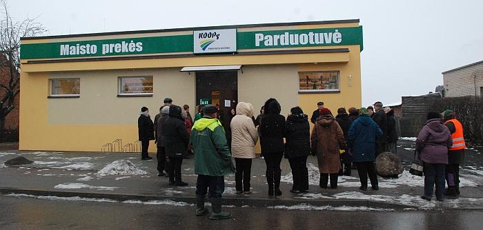 Suremontuotos KOOPS parduotuvės atidarymo musninkiečiai nekantriai laukė.