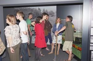 Lankytojai naktiniame Kernavės muziejuje...