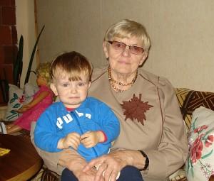 Širvintų kaimo gyventoja Gražina Naraškevičienė su anūkėliu Nojumi.