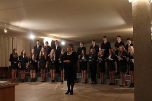 L.Stuokos - Gucevičiaus gimnazijos mišrus choras, vadovaujamas Irenos Vasiliauskienės.