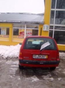 """Nuo Valdo Radionovo PĮ """"Naidras"""" pastato stogo savaitgalį nušliuožė keli kubiniai metrai sniego."""