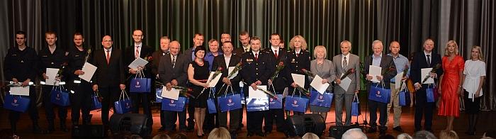 Apdovanoti ugniagesiai gelbėtojai, priešgaisrinės srities darbuotojai