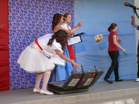Studentams į lagaminą buvo pridėta įvairių gėrybių.