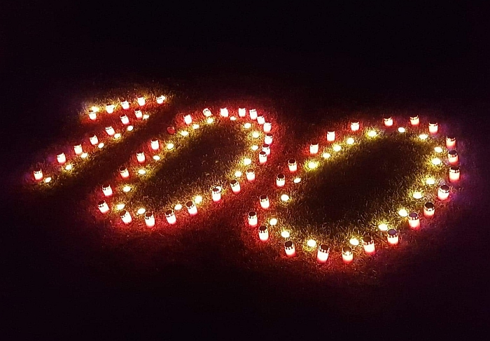 100 žvakučių Lietuvos valstybės atkūrimo 100-mečiui paminėti.