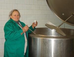 Beivydžių pieno supirkimo punkto savininkė Melanija Andrikonienė.