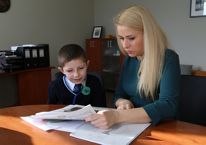 Piešiniais grožisi Širvintų rajono savivaldybės administracijos direktorė Ingrida Baltušytė-Četrauskienė