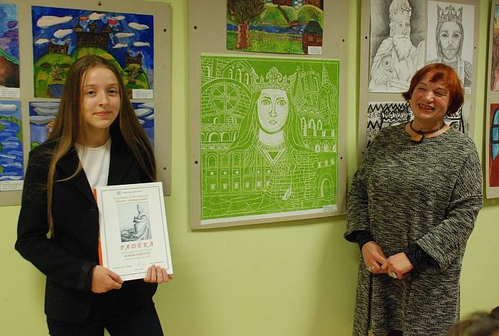 Respublikiniame piešinių konkurse taip pat pirmąsias vietas užėmė Aurelijos Paukštytės (mokytoja Aldona Ragelskienė) darbai.