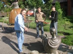 Henrikas Orakauskas su atvykusiais Kriminalinės policijos pareigūnais pasidalijo savo spėlionėmis.