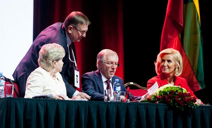 Tarp 71 įtakingiausio šalies politiko pateko keturi Lietuvos socialdemokratų darbo partijos (LSDDP) lyderiai - Irena Šiaulienė (62), Juozas Bernatonis (36), Gediminas Kirkilas (13) ir Živilė Pinskuvienė (69).