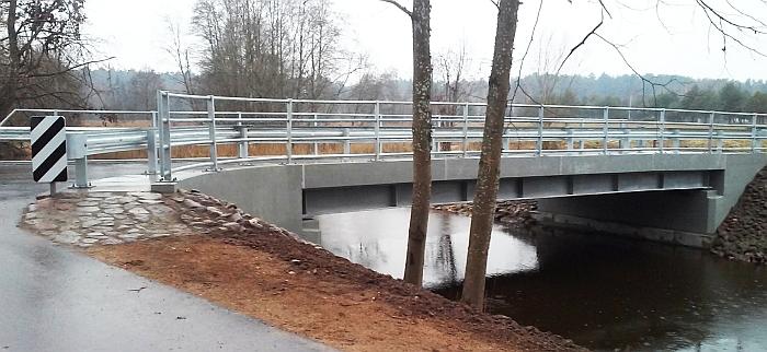 Naujas tiltas - dovana Plikiškių kaimo bendruomenei
