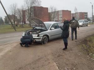 Tik laimingo atsitiktinumo dėka varėniškių automobilis nukentėjo nedaug.
