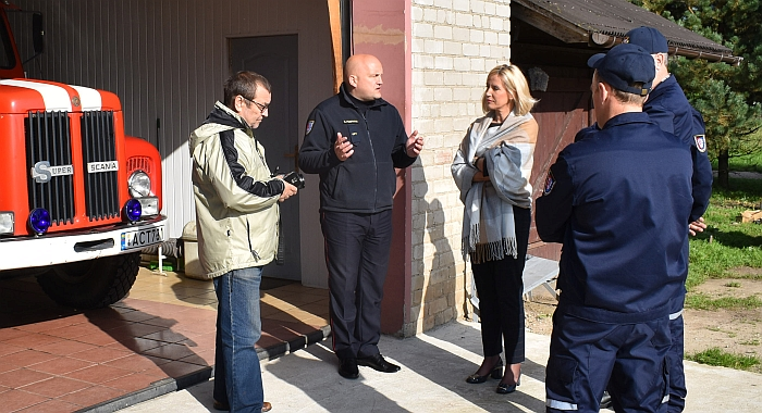 Ugniagesių susitikimas su rajono mere Živile Pinskuviene ir rajono Tarybos nariu Remigijumi Bonikatu.