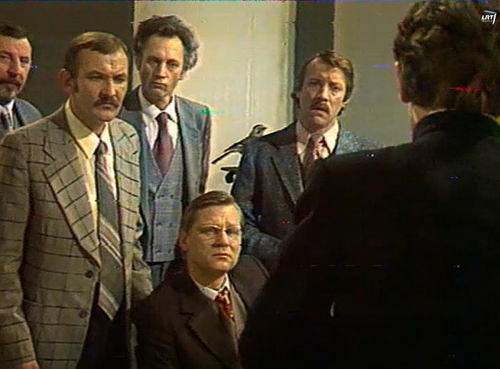 """TV spektaklis """"Atžalynas"""". Mokytojų kolektyvas. Aktoriai (iš kairės): J. Jaruševičius, V. Radvilavičius, J. Rygertas, A. Rosenas, O. Laniauskas."""